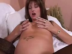 Depraved pregnant mom prefers dildo